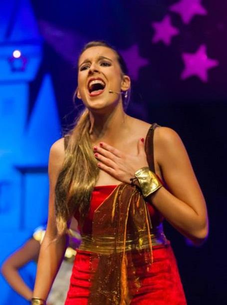 Virginia Bordal : Profesora de Canto Teatro Musical (Juvenil y Adultos)